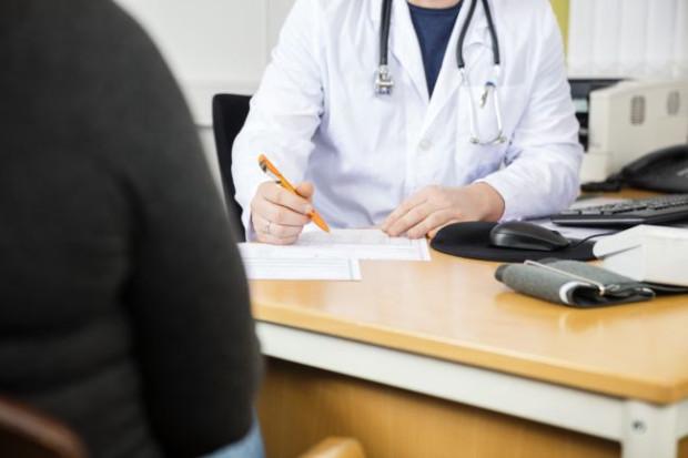 Akupunktura, blokady, termolezja, kriolezja - poza farmakologicznymi metodami walki z bólem istnieją też inne sposoby walki z nim, także w ramach NFZ.