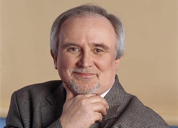 - Działamy w branży teleinformatycznej, branży, która - jak rzadko która - zmieniała się pod każdym względem - twierdzi Andrzej Adler, prezes spółki DGT.