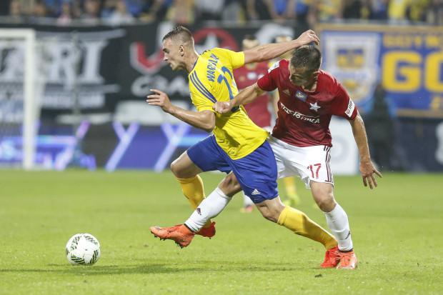 Marcin Warcholak (po lewej) w piątek przeciwko Ruchowi Chorzów rozegra swoje 70. spotkanie w żółto-niebieskich barwach.