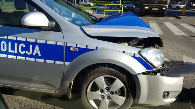 Radiowóz rozbity w wypadku na Kartuskiej.
