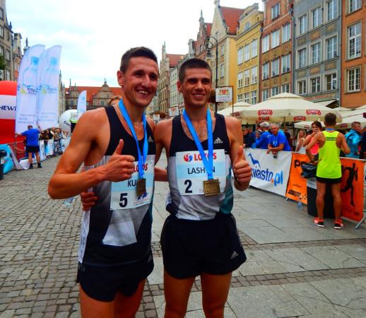 Dmytro Laszyn (nr 2) oraz Szymon Kulka (nr 5) między sobą rozegrali finisz biegu na 10 km. Ostatecznie na mecie pierwszy zameldował się Ukrainiec.