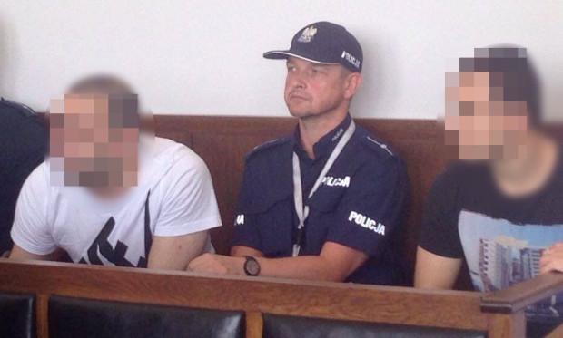 26-letniemu Muratowi O. i trzy lata starszemu Ozgunowi A. grozi do 8 lat więzienia.