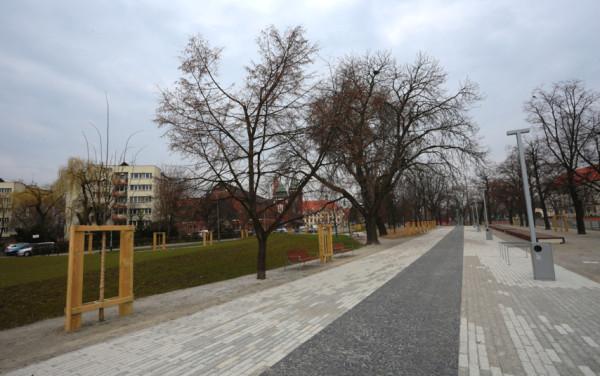 Fragment nowego bulwaru nad Odrą we Wrocławiu.
