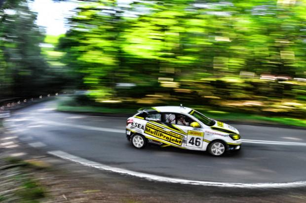 57 kierowców rywalizować będzie na nieco ponad 3-kilometrowym odcinku prowadzącym od ul. Malczewskiego w Sopocie do ul. Sopockiej w Gdyni.