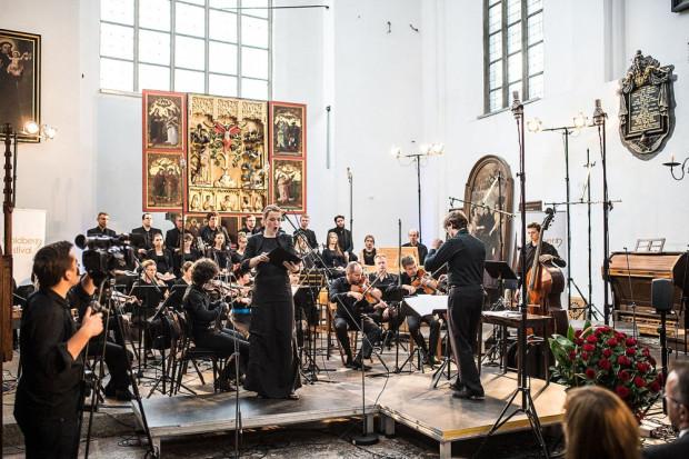 Dzięki współpracy, jaką organizatorzy nawiązali z Biblioteką Gdańską PAN, festiwalowa publiczność ma również okazję wysłuchać muzyki, jaka rozbrzmiewała w Gdańsku przed wiekami. Na zdj. Goldberg Baroque Ensamble.