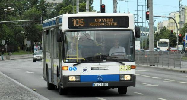 Kierowca nie zasłaniał się regulaminem ani możliwością odebrania premii za spóźnienie. Po prostu wykonał ludzki gest, który z uśmiechem przyjęli wszyscy pasażerowie.