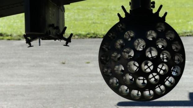 Wyrzutnia niekierowanych pocisków rakietowych S-5. Śmigłowiec Mi-24 może przenosić cztery takie wyrzutnie, a każdą z nich można wyposażyć w 32 rakiety.