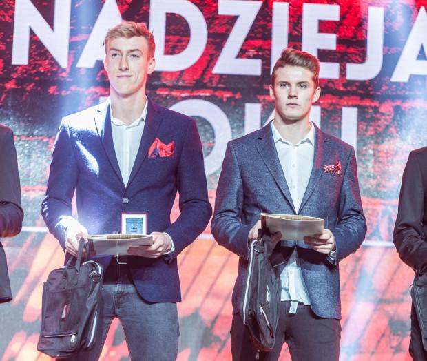 Grudzień 2015. Adam Buksa (z lewej) i Adam Chrzanowski uznani zostali uznani przez miasto za nadzieje gdańskiego sportu. Dziś żadnego z nich nie ma już w Lechii.