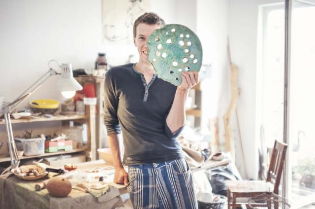 Michał Majchrowicz - w ramach autorskiej pracowni  Shadowland wytwarza, na indywidualne zamówienia, naczynia ceramiczne do restauracji. Wyposaża m.in. gdańską Metamorfozę oraz restauracje Villę Intrata w Wilanowie.