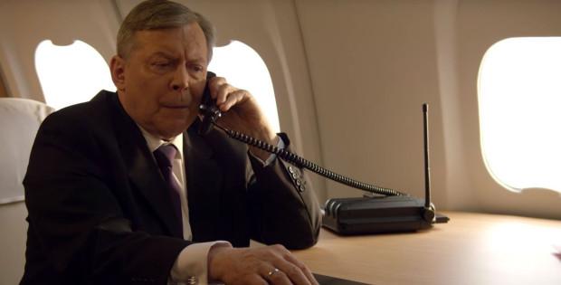 Postać prezydenta Lecha Kaczyńskiego (Lech Łotocki) pojawia się dopiero w połowie filmu. Tak naprawdę niewiele dowiadujemy się o tej postaci.