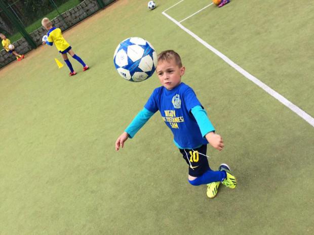 W Trójmieście nie brakuje szkółek piłkarskich dla najmłodszych. Koszta uczestnictwa w nich są zbliżone, a wybór jest duży.