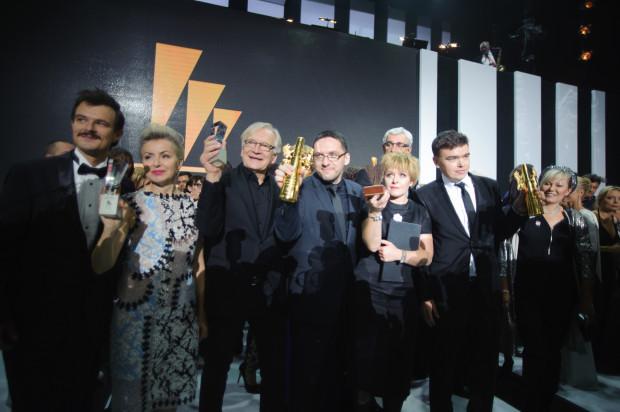 """""""Ostatnia rodzina"""" zdobyła cztery statuetki podczas tegorocznego festiwalu, w tym tę najważniejszą, czyli Złote Lwy."""
