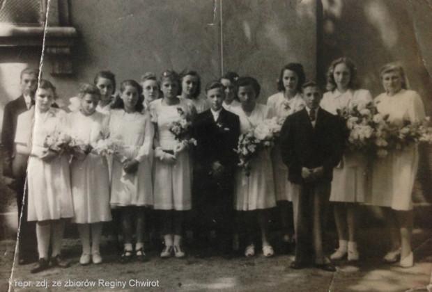 Pamiątkowe zdjęcie z powojennej konfirmacji Reginy oraz innych ewangelickich dzieci.