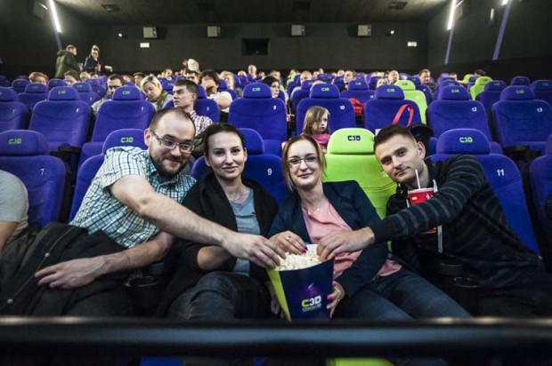 """Chętnych do sprawdzenia nowego kina w Trójmieście nie brakowało. Podczas wielkiego otwarcia w piątek widzowie na ekranie Barco Escape mogli obejrzeć film """"Star Trek: W nieznane""""."""
