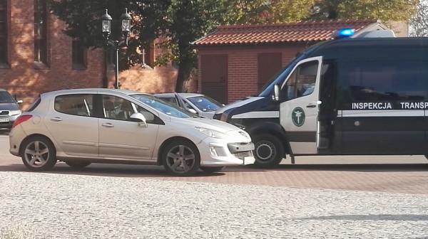 Inspektorzy ITD przypominają, że w przypadku przewozu osób bez licencji całkowitą odpowiedzialność administracyjną ponoszą kierowcy.