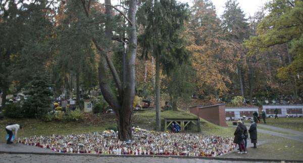 Do pomnika będzie łatwo trafić. Znajdzie się obok krzyża przy centralnej alei cmentarza na Srebrzysku, gdzie na początku listopada płoną setki zniczy.