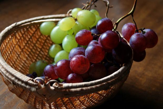 Winogrona regulują pracę systemu nerwowego, mózgu, łagodzą stres i wzmacniają naturalną odporność organizmu, dlatego powinny znaleźć się w diecie osób pracujących fizycznie, sportowców, dzieci, kobiet w ciąży oraz osób zmęczonych, wyczerpanych (także po zmęczeniu umysłowym).