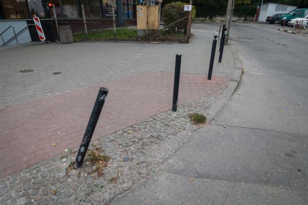 Słupki przy dworcu PKS w Gdańsku.
