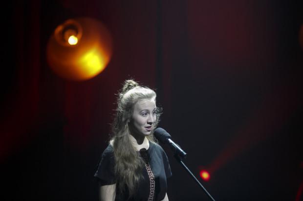 Świetnie wypadła najmłodsza uczestniczka, jeszcze licealistka, Marta Horyza, która dała popis talentu wokalnego i scenicznej swobody.