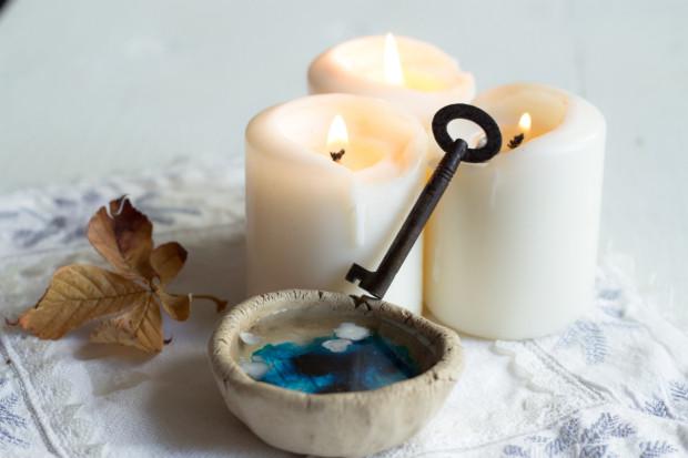 Lanie wosku to jedna z głównych atrakcji andrzejkowych domówek.