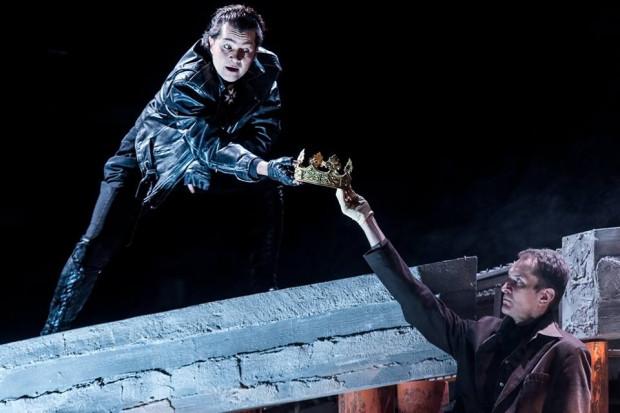 """Oficjalną inaugurację Tygodnia Ukraińskiego połączono z pokazem spektaklu """"Eryk XIV"""", w którym tytułową rolę gra minister kultury Ukrainy Jewhen Nyszczuk (na zdjęciu u góry)."""