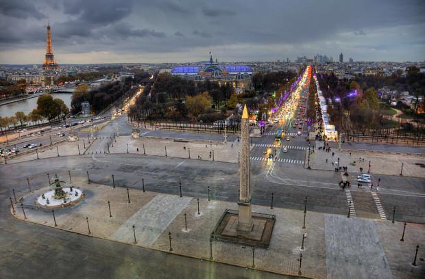 Od najsłynniejszego w Europie placu Zgody (Concorde) zaczyna się najsłynniejsza w Europie aleja: Pola Elizejskie w Paryżu.