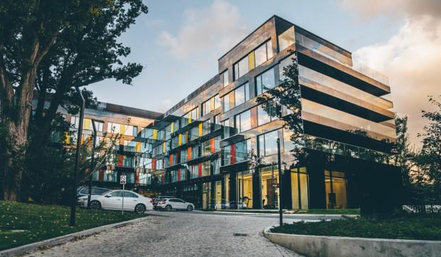 Fasada czterogwiazdkowego Hotelu Sopot wybudowanego przez trójmiejską spółkę Bauhaus przy ul. Haffnera w Sopocie