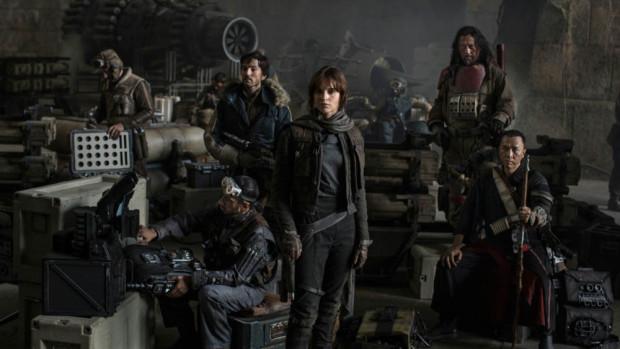 """Filmowa załoga """"Łotra"""" staje przed ciężkim zadaniem wykradzenia planów Gwiazdy Śmierci. Znawcy serii """"Star Wars"""" efekt końcowy znają jeszcze przed pierwszymi napisami, ale filmowy happy end wcale nie będzie tak oczywisty i jednoznaczny."""