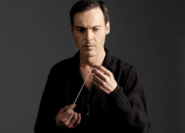 George Tchichinadze zostanie zatrudniony na stanowisku zastępcy dyrektora ds. artystycznych Polskiej Filharmonii Bałtyckiej na najbliższe 3,5 roku. Jego głównym zadaniem będzie prowadzenie Orkiestry PFB.