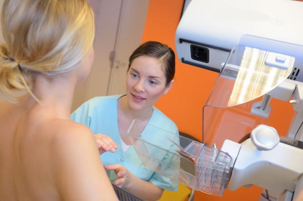 W ramach licznych programów profilaktycznych, w zależności od wieku, obciążeń genetycznych, czy płci, nie zapłacimy m.in. za okresowe badanie mammograficzne, kolonoskopijne oraz cytologiczne.