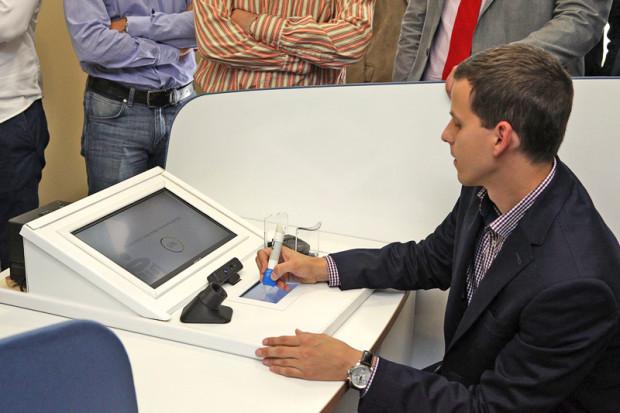 Dzięki zastosowaniu długopisu biometrycznego i użytych w nim czujników, nasz podpis będzie nie do podrobienia.