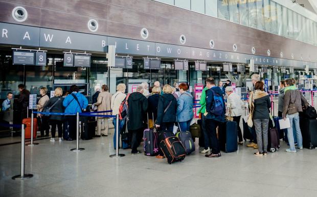Liczba pasażerów na trójmiejskim lotnisku rośnie z roku na rok. W 2016 skorzystało z niego ok. 4 mln osób.