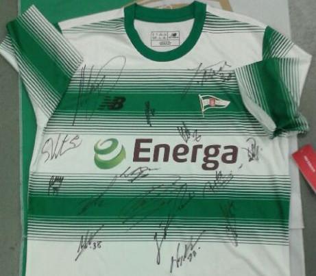 Koszulka z autografami zawodników Lechii Gdańsk