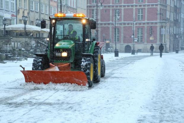 W uzasadnionych przypadkach gmina powinna wywozić śnieg z centrum miasta. Urzędnicy nie umieją jednak powiedzieć w jakiej ilości i gdzie on trafia.