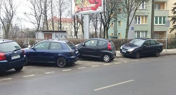 Jedno jest pewne: obecnie w tym miejscu trwa spora samowola parkingowa.