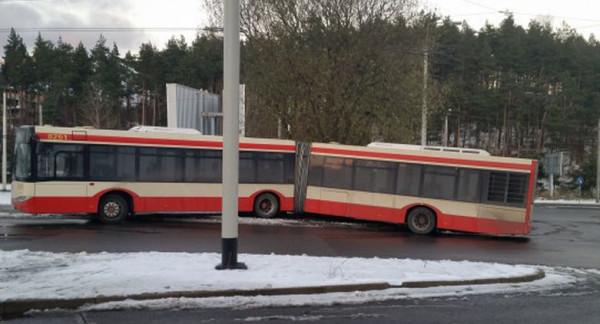 Styczniowa kolizja była spowodowana - zdaniem przedstawicieli ZTM Gdańsk, obsługujących linię - oblodzoną jezdnią.