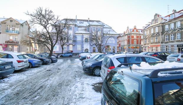 Parking - klepisko w miejscu pierwszej zburzonej kamienicy w śladzie ul. Nowej Politechnicznej. Czy tak będzie wyglądał półkilometrowy obszar aż do ul. Traugutta?