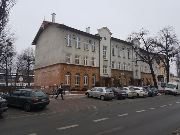 Budynek przy ul, Kościuszki, gdzie dziś mieści się Zespół Szkół Handlowych, w najbliższej przyszłości, podczas remontu ratusza, może się stać zastępczą lokalizacją dla sopockiego urzędu.