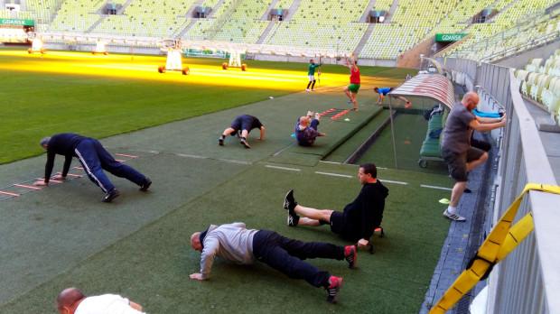 Uczestnicy programu Ekstra Fan dwa razy w tygodniu będą ćwiczyć na Stadionie w Letnicy po okiem specjalistów.
