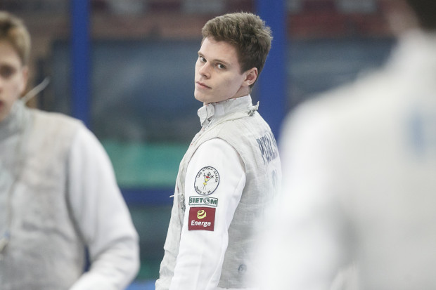 Maciej Podralski jest największą nadzieją gospodarzy na indywidualny medal w mistrzostwach Polski do lat 20, które przez dwa dni rozgrywane będą w Gdańskiej Szkole Floretu.