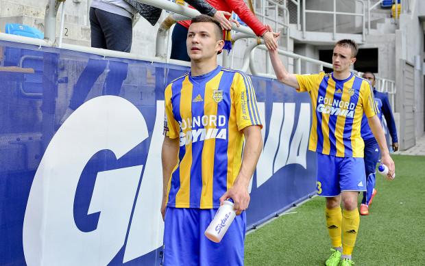Paweł Wojowski (na pierwszym planie) wiosną nie doczeka się jubileuszu stu meczów w Arce. Czy będzie mu to dane w przyszłości?