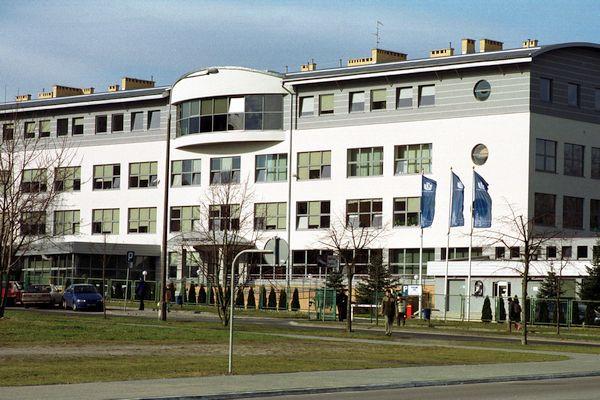 """W dawnej """"tysiąclatce"""" wybudowanej przy ul. Bażyńskiego w Oliwie do niedawna mieścił się rektorat Uniwersytetu Gdańskiego, a dziś mieści się tu Instytut Konfucjusza."""