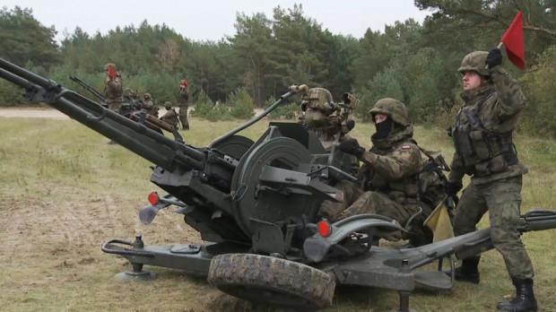 Armaty przeciwlotnicze ZU-23-2 kalibru 23 mm.