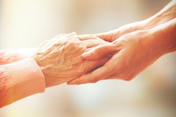 Jeżeli konieczność sprawowania opieki nad chorym członkiem rodziny powstała po rozpoczęciu wykorzystywania urlopu wypoczynkowego, to nie przerywa ona biegu tego urlopu.