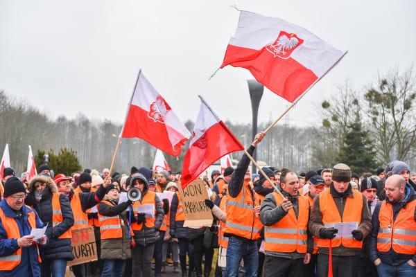 Udało się uzyskać częściowy kompromis w Lotos Kolej. Jak poinformował prezes zarządu spółki Henryk Gruca, dyrektor Łosiński został przywrócony na stanowisko.
