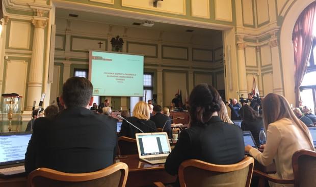 Radni głosowali ws. projektu dot. finansowania in vitro przez miasto.