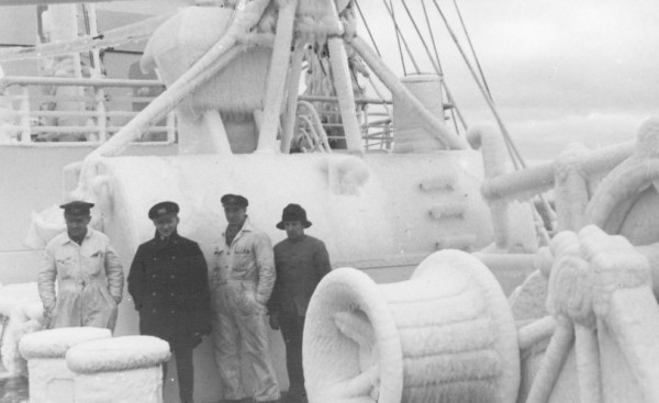 "Skuty lodem pokład transatlantyku ""Batory""."