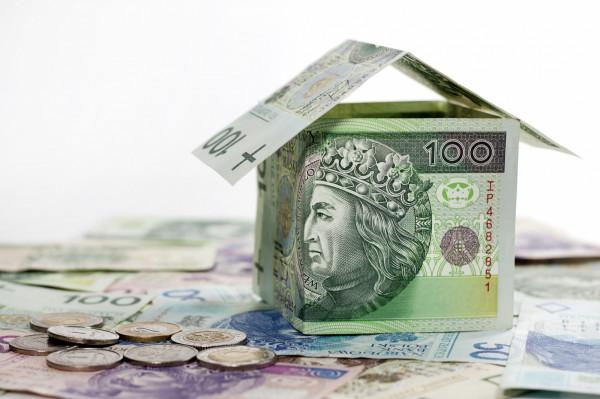 Cena i wartość nieruchomości to dwa różne pojęcia. Pierwszą określa rynek, drugą rzeczoznawca majątkowy. Na różnicy można skorzystać lub stracić.