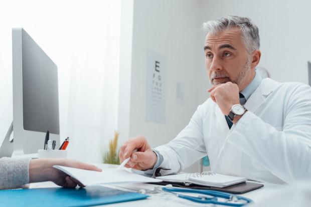 - Nie ma czegoś takiego jak badanie na życzenie pacjenta. To lekarz, mając na uwadze stan zdrowia pacjenta, decyduje o tym, kiedy i jakie badanie należy wykonać - informuje Mariusz Szymański, rzecznik pomorskiego NFZ.
