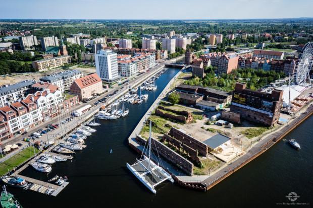 Marina przy ul. Szafarnia w Gdańsku na ponad 60 miejsc będzie przedłużona do ul. Szopy na kolejne 60 miejsc.  Na ponad 100 miejsc jest też w Gdańsku marina w Górkach Zachodnich.